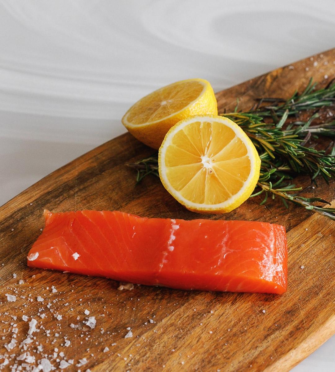 Нарезка слабосоленого лосося